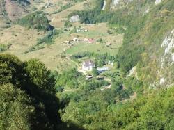Manastirea Subpiatra vazuta de sus