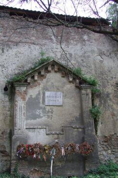 Capela din exteriorul cetatii