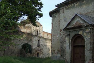Turnul cizmarilor (stanga) si Biserica Reformata (dreapta)