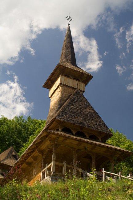 Manastirea Sfanta Ana, Rohia. Biserica de lemn.