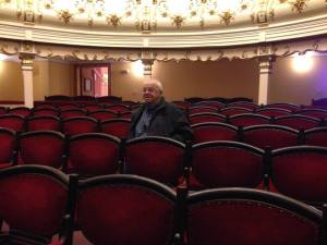 Actorul Alexandru Arșinel vizitând Teatrul Vechi Mihai Eminescu din Oravița