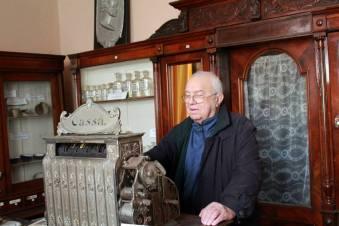 interior farmacia Knoblauch la vizita actorului Alexandru Arsinel
