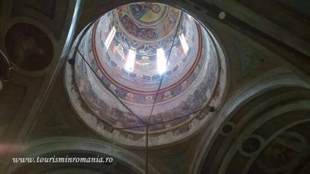 Interior al Bisericii Colțea