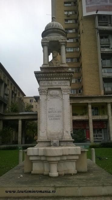 Fântâna Lahovari, Blocul Gioconda - Piața Națiunilor Unite, București