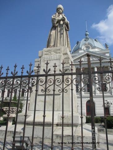 Statuia Spătarului Mihai Cantacuzino