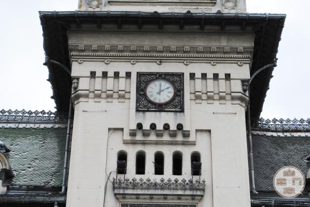 Palatul-Administrativ-Craiova-ceas-de-pe-fatada-vestica
